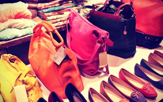 В Российской Федерации стали менее тратить напокупку одежды иобуви— сберегательный банк