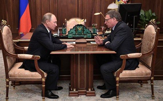 Путин позитивно оценил работу Буркова вОмской области