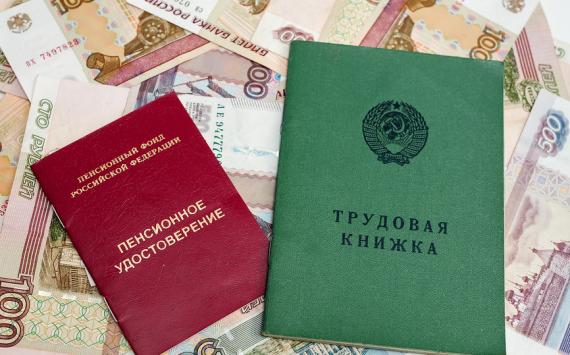 В ПФР объяснили схему выплаты социальной пенсии работающим пенсионерам