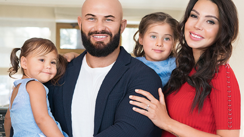 Джиган с женой и детьми