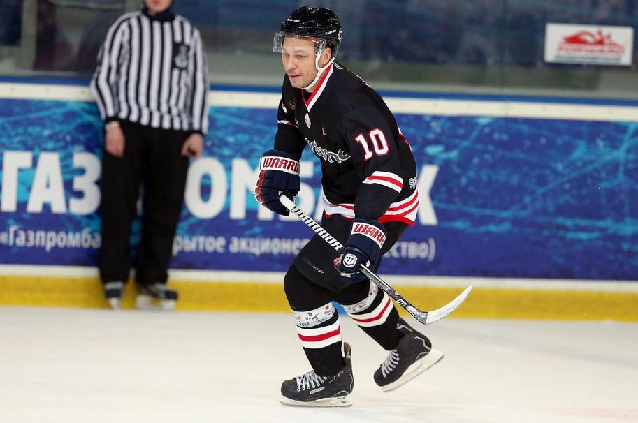 Александр Удодов играет за любительский хоккейный клуб